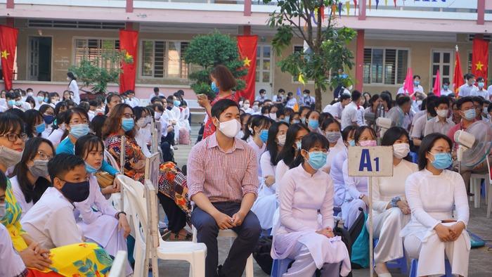 Phó chủ tịch nước Đặng Thị Ngọc Thịnh đánh trống khai giảng tại TPHCM - Ảnh 11.