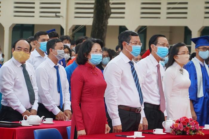 Phó chủ tịch nước Đặng Thị Ngọc Thịnh đánh trống khai giảng tại TPHCM - Ảnh 1.