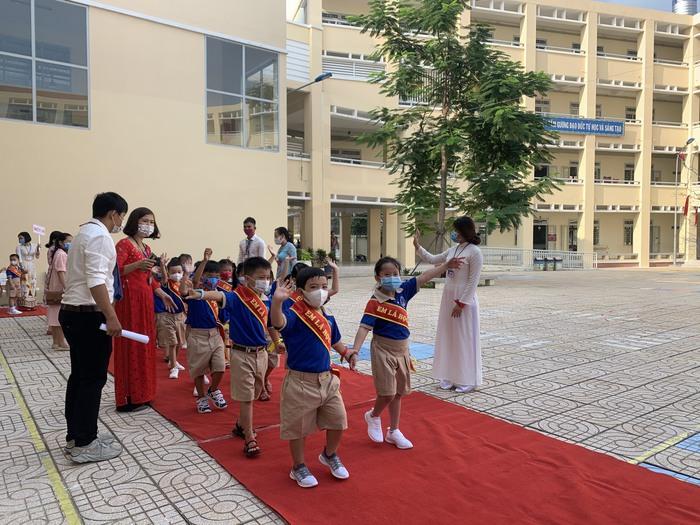 Phó chủ tịch nước Đặng Thị Ngọc Thịnh đánh trống khai giảng tại TPHCM - Ảnh 10.