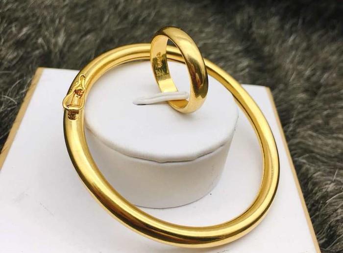 """Dùng trang sức """"vàng non"""": Bỏ tiền thật để mua vàng mỹ ký - Ảnh 2."""