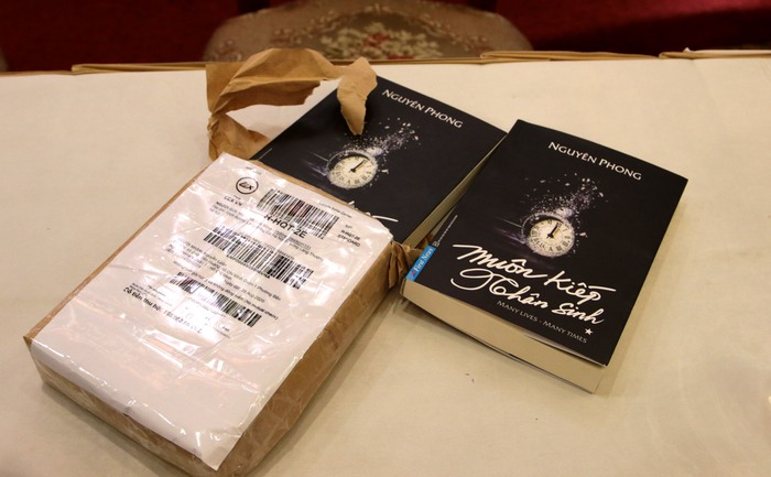 """Sách """"Muôn kiếp nhân sinh"""" do chính First News đặt mua trên Lazada là sách giả"""