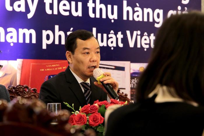 Đại diện First News - Trí Việt trong buổi công bố khởi kiện Lazada
