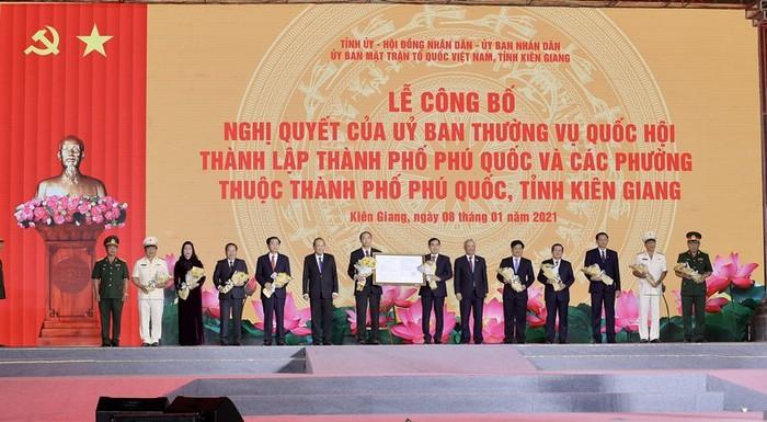 Khu đô thị mới Sun Grand City New An Thoi tưng bừng với sự kiện Phú Quốc lên thành phố - Ảnh 1.