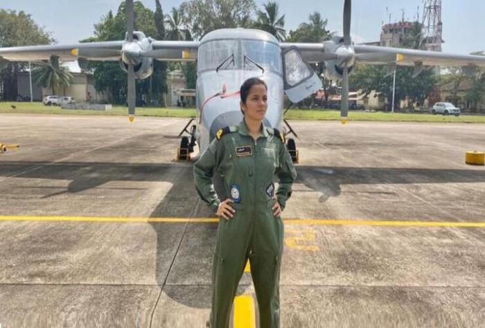 Shivangi Singh, người phụ nữ Ấn Độ đầu tiên lái máy bay chiến đấu Rafale  - Ảnh 1.