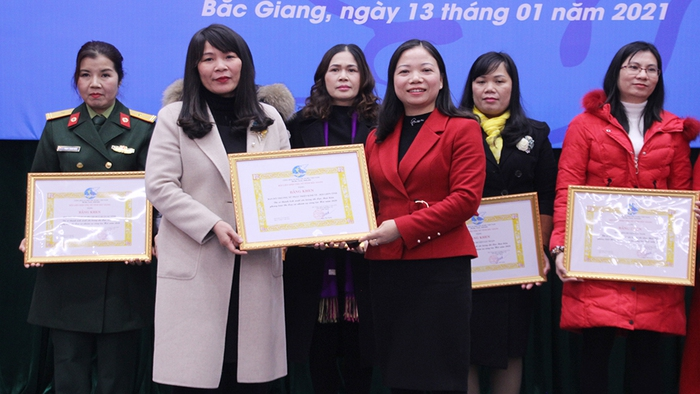 Bắc Giang: Đổi mới công tác tổ chức Hội, vận động nguồn lực giúp đỡ phụ nữ và trẻ em nghèo - Ảnh 2.
