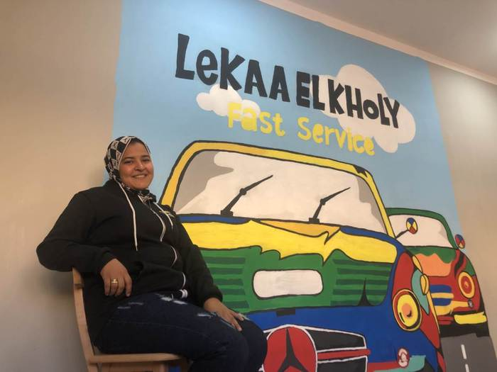 Cô gái 24 tuổi sửa chữa ô tô ở Ai Cập - Ảnh 1.