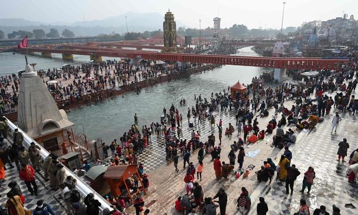 Hàng triệu người Ấn Độ hành hương tới sông Hằng giữa mùa Covid-19 - Ảnh 1.