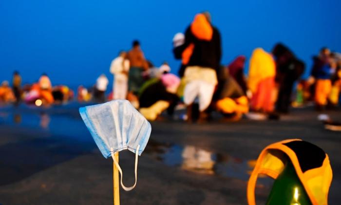 Hàng triệu người Ấn Độ hành hương tới sông Hằng giữa mùa Covid-19 - Ảnh 9.