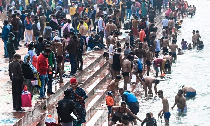 Hàng triệu người Ấn Độ hành hương tới sông Hằng giữa mùa Covid-19 - Ảnh 8.