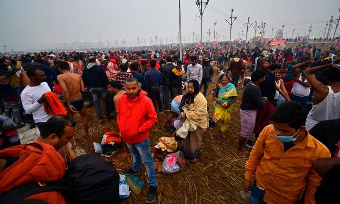 Hàng triệu người Ấn Độ hành hương tới sông Hằng giữa mùa Covid-19 - Ảnh 6.