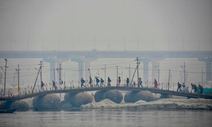 Hàng triệu người Ấn Độ hành hương tới sông Hằng giữa mùa Covid-19 - Ảnh 12.