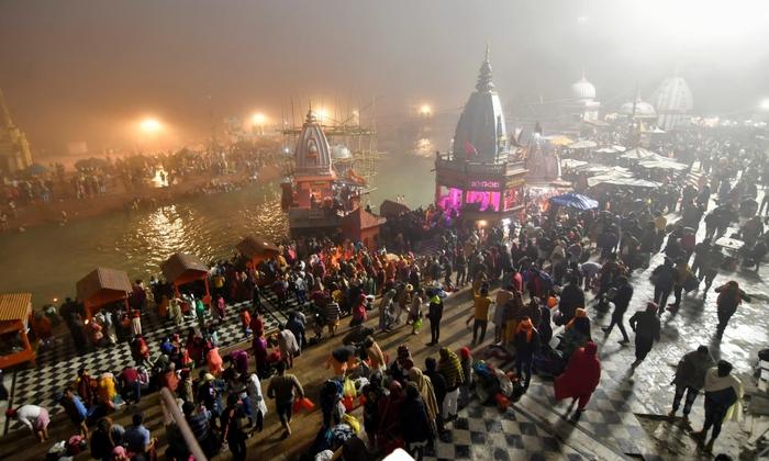 Hàng triệu người Ấn Độ hành hương tới sông Hằng giữa mùa Covid-19 - Ảnh 11.