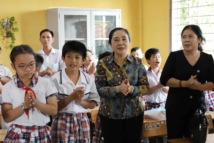 """Hội LHPN Việt Nam tiếp tục hành trình """"Tết yêu thương"""" ở Long An - Ảnh 2."""