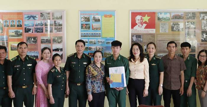 """Hội LHPN Việt Nam tiếp tục hành trình """"Tết yêu thương"""" ở Long An - Ảnh 1."""