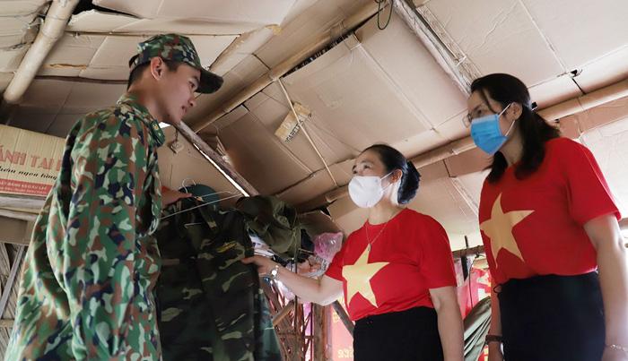 """Hội LHPN Việt Nam tiếp tục hành trình """"Tết yêu thương"""" ở Long An - Ảnh 7."""