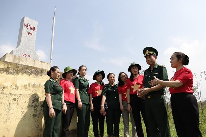 """Hội LHPN Việt Nam tiếp tục hành trình """"Tết yêu thương"""" ở Long An - Ảnh 10."""