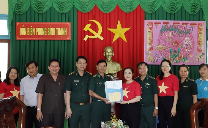"""Hội LHPN Việt Nam tiếp tục hành trình """"Tết yêu thương"""" ở Long An - Ảnh 8."""