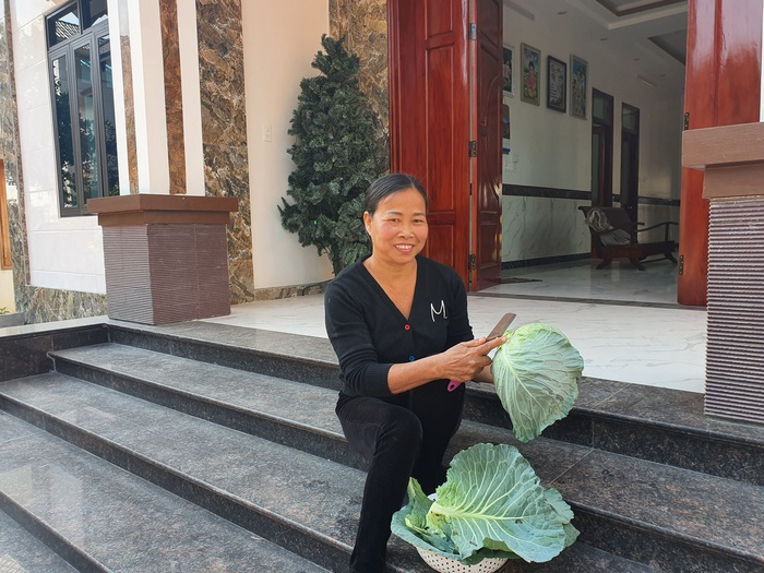 Người phụ nữ làm giàu từ nông nghiệp công nghệ cao - Ảnh 2.
