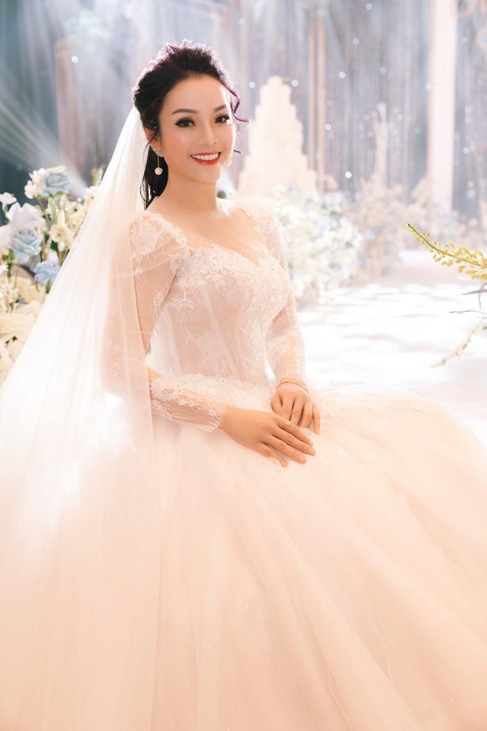 Ca sĩ Tân Nhàn bất ngờ kết hôn lần 2, giấu kín mặt chú rể - Ảnh 3.