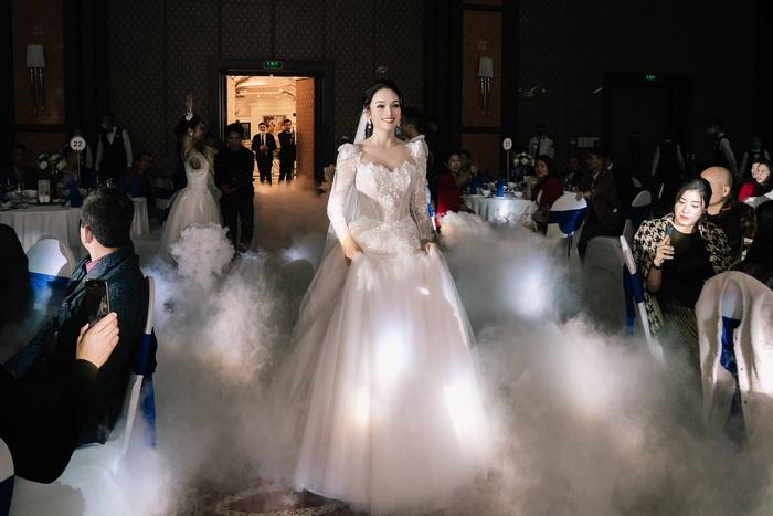 Ca sĩ Tân Nhàn bất ngờ kết hôn lần 2, giấu kín mặt chú rể - Ảnh 4.