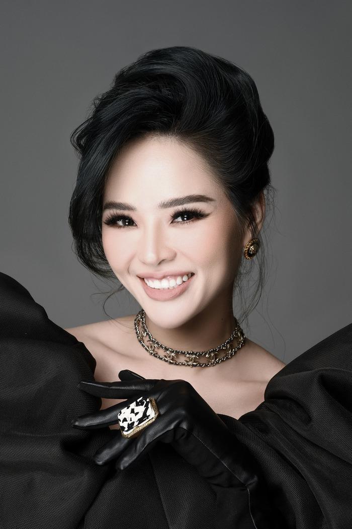 Hoa khôi Lại Hương Thảo vừa tái xuất showbiz, đảm nhận vai trò làm mẫu cho NTK Đỗ Mạnh Cường.