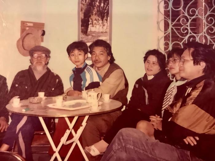 Ca sĩ Tùng Dương khoe ảnh chụp với nhạc sĩ Trần Tiến cách đây 27 năm