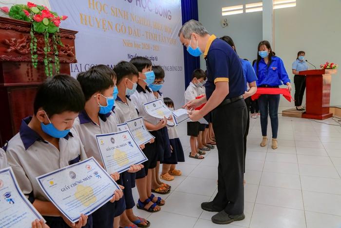 Saigontourist Group trao học bổng cho học sinh nghèo hiếu học - Ảnh 2.