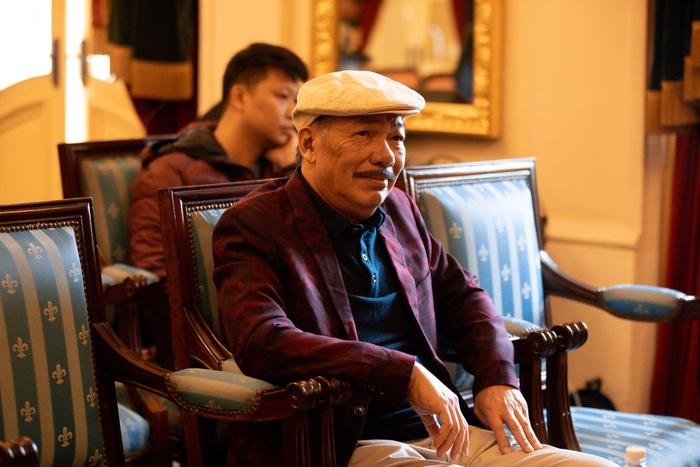 """Sau tin đồn qua đời, nhạc sĩ Trần Tiến xuất hiện, """"thách"""" vật tay với thanh niên - Ảnh 3."""