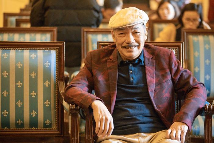 """Sau tin đồn qua đời, nhạc sĩ Trần Tiến xuất hiện, """"thách"""" vật tay với thanh niên - Ảnh 8."""