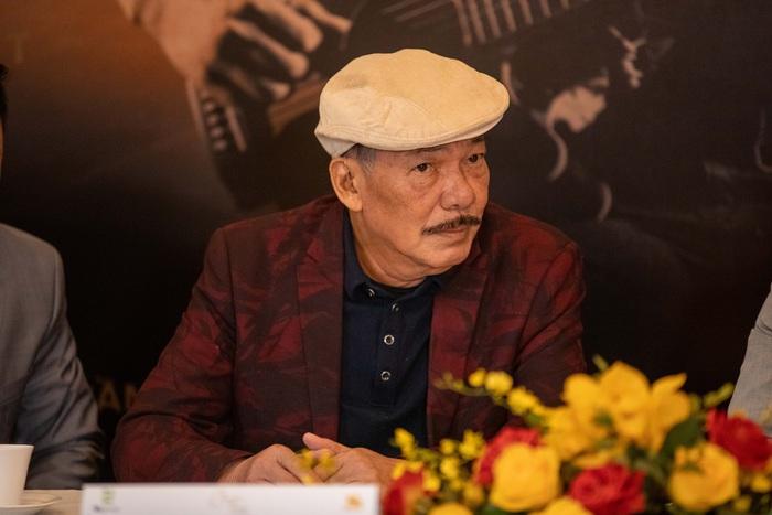 """Sau tin đồn qua đời, nhạc sĩ Trần Tiến xuất hiện, """"thách"""" vật tay với thanh niên - Ảnh 7."""