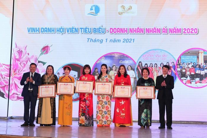 Vinh danh các nữ doanh nhân thủ đô Tâm – Tài – Thanh lịch - Ảnh 3.