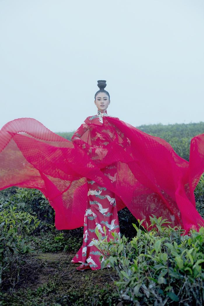 Á hậu Lý Kim Thảo đầm mình hàng tiếng trong thời tiết 8 độ tại Đà Lạt - Ảnh 1.