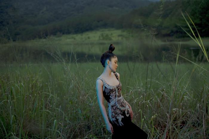 Á hậu Lý Kim Thảo đầm mình hàng tiếng trong thời tiết 8 độ tại Đà Lạt - Ảnh 2.