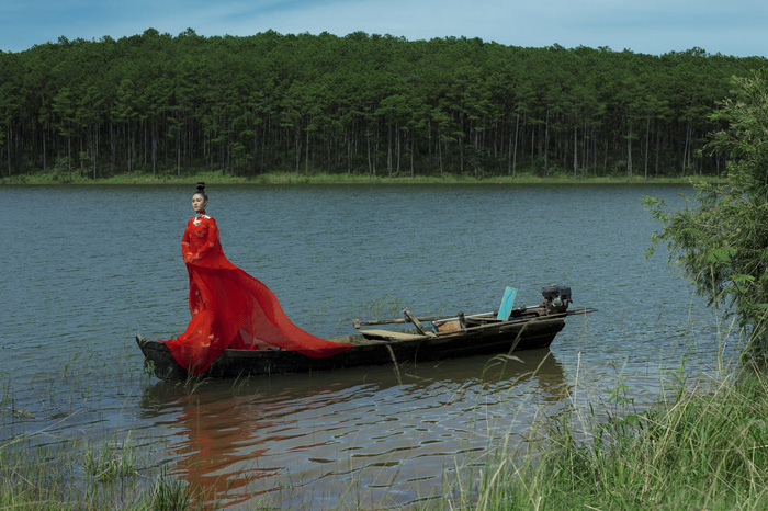 Á hậu Lý Kim Thảo đầm mình hàng tiếng trong thời tiết 8 độ tại Đà Lạt - Ảnh 7.