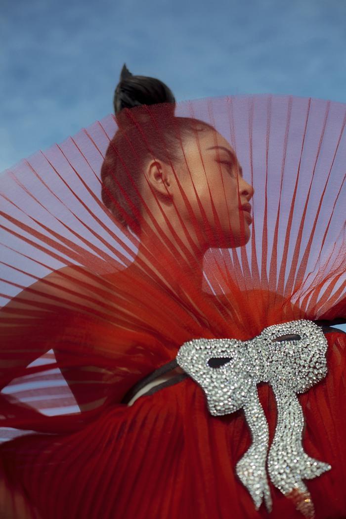 Á hậu Lý Kim Thảo đầm mình hàng tiếng trong thời tiết 8 độ tại Đà Lạt - Ảnh 4.
