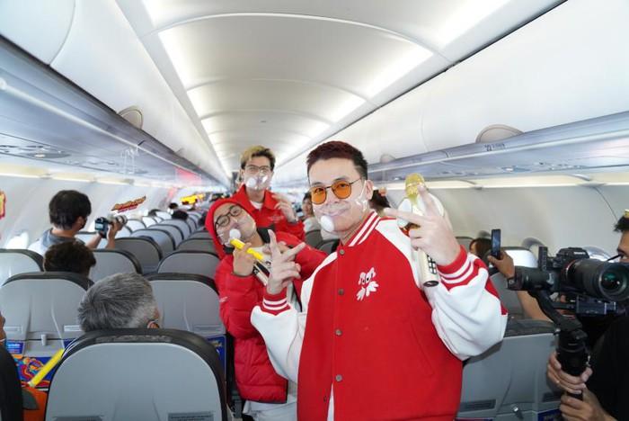 Các chàng trai Da LAB công bố ca khúc mới trên chuyến bay Vietjet - Ảnh 3.