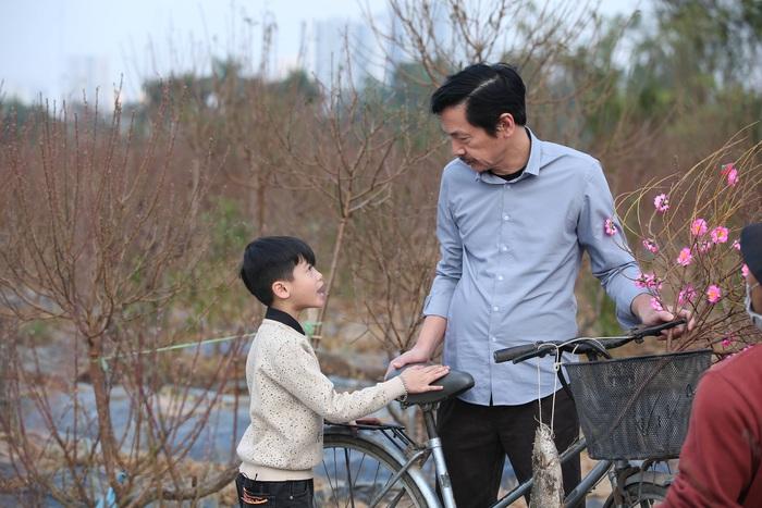 Mẫu nhí Minh Anh đóng phim Tết cùng NSND Trung Anh - Ảnh 1.