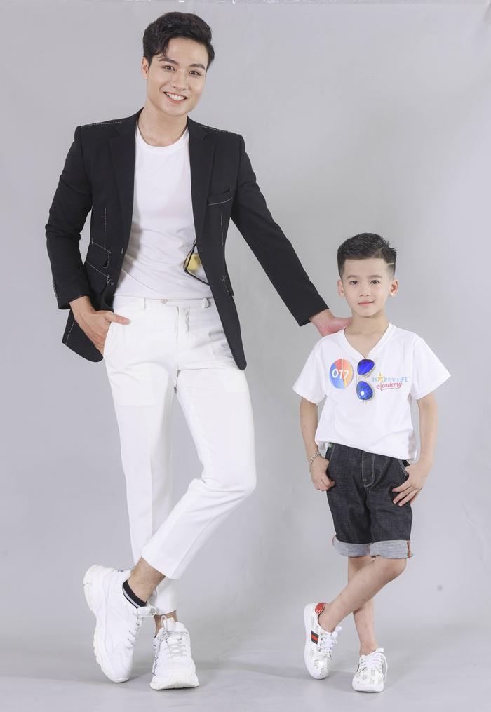 Minh Anh cùng Quán quan Người mẫu Thể hình Việt Nam Đạt Kyo