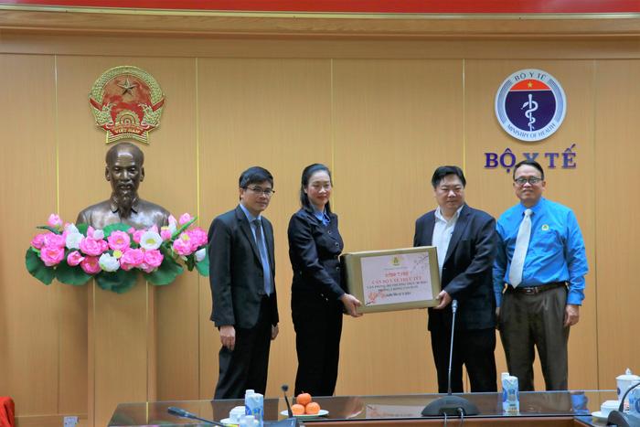 Công đoàn Y tế Việt Nam kịp thời chăm lo cho cán bộ trực phòng chống dịch COVID-19 trong dịp Tết - Ảnh 1.