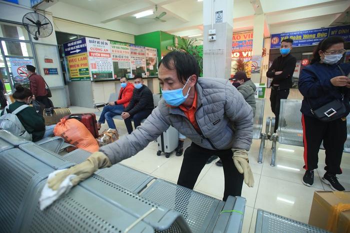 Chùm ảnh: Bến xe khách siết chặt phòng chống dịch COVID-19 - Ảnh 9.