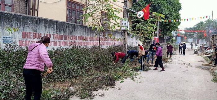 Phụ nữ Bắc Giang tham gia vệ sinh môi trường, tập trung phòng dịch - Ảnh 1.