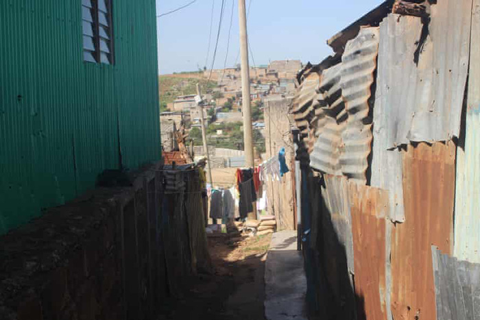 """""""Bóng tối đại dịch"""" của những bé gái mang thai ở Kenya - Ảnh 1."""