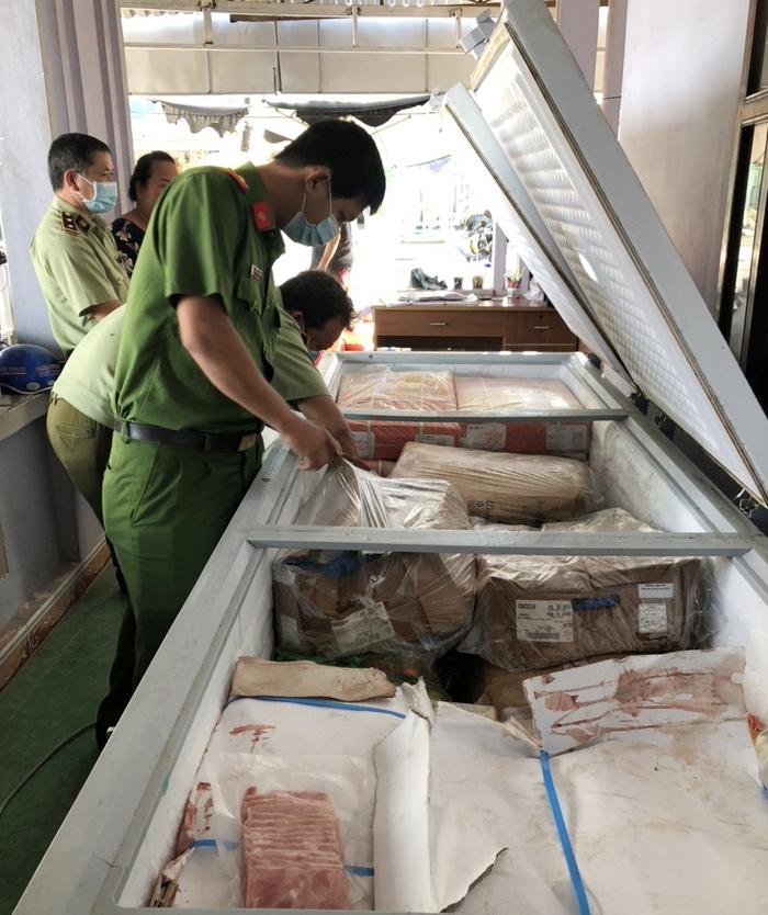Kiên Giang: Bắt 870kg thịt heo, bò nhập lậu  - Ảnh 1.