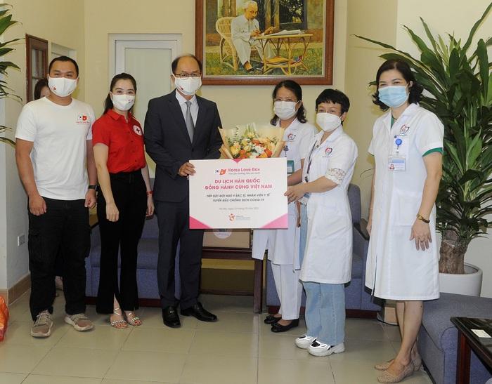 Du lịch Hàn Quốc đồng hành cùng Việt Nam tiếp sức cho tuyến đầu chống dịch - Ảnh 2.