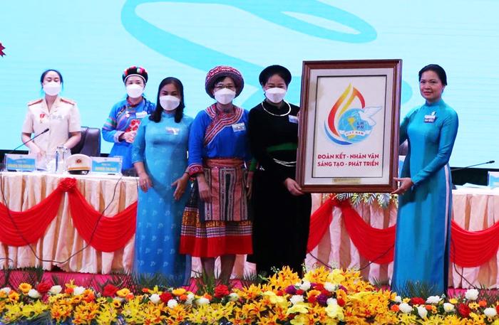 Phụ nữ Lào Cai cần trở thành nguồn nhân lực quan trọng phát triển kinh tế - xã hội  - Ảnh 1.