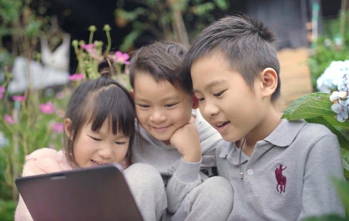 Các con của Lý Hải - Minh Hà hào hứng học online