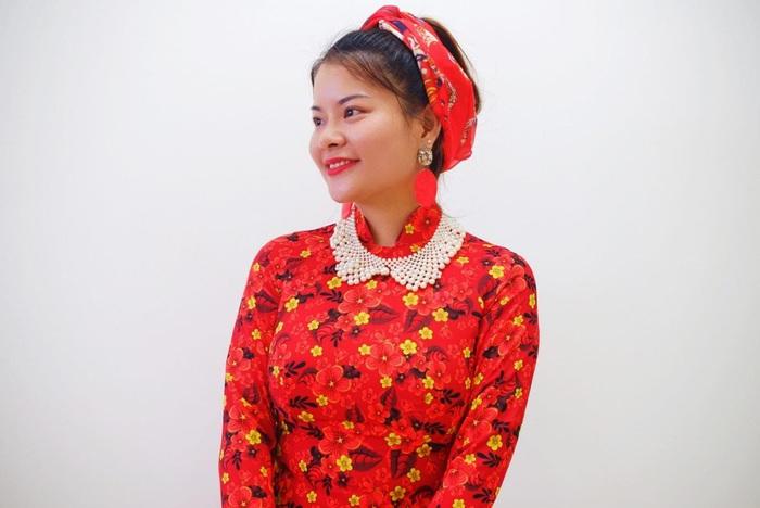 Tina Yuan mang trong mình 2 dòng máu Việt – Trung, thành thạo 4 ngoại ngữ, là người sáng lập các lớp dạy tiếng Anh miễn phí cho các cô dâu Việt và cộng đồng người lao động Việt Nam tại Singapore