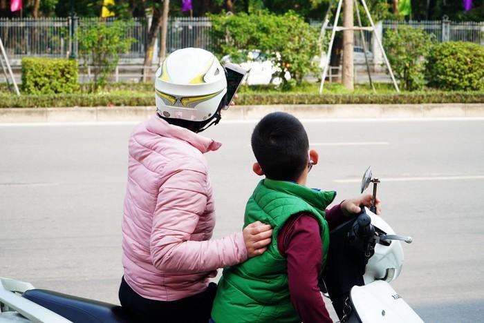 """Hà Nội: Chục tấn nông sản Hải Dương hết vèo, hàng trăm người đến """"giải cứu"""" phải quay trở về - Ảnh 8."""