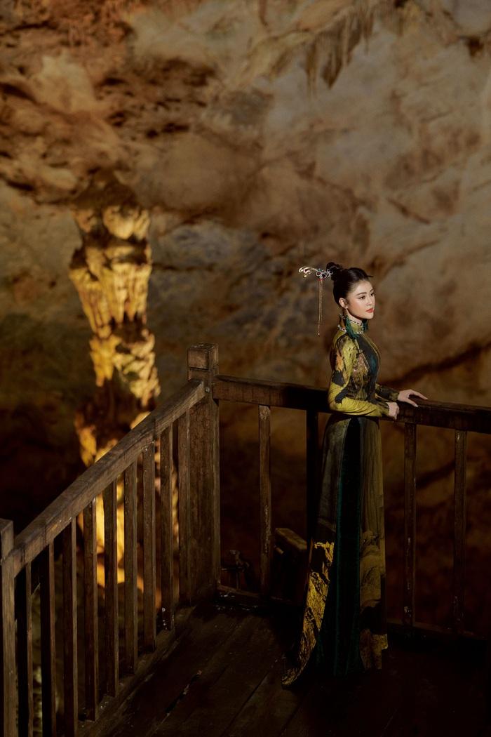 Á hậu Lý Kim Thảo quảng bá di sản qua tà áo dài - Ảnh 2.