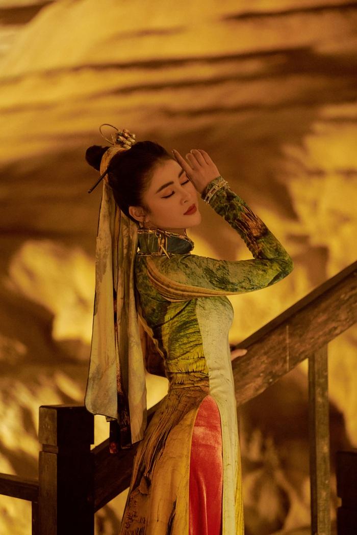 Á hậu Lý Kim Thảo quảng bá di sản qua tà áo dài - Ảnh 3.